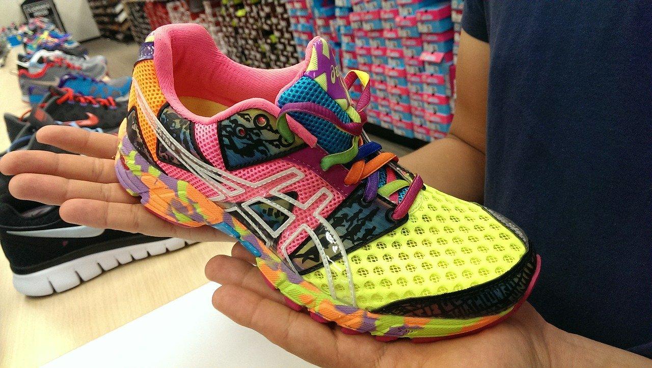 ASICS sponsrar många maratonlopp världen över och är kända för att ha stabila och väldämpade löparskor.